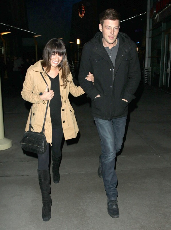 Lea Michele et Cory Monteith à la sortie du cinéma le 18 décembre 2012 à Los Angeles