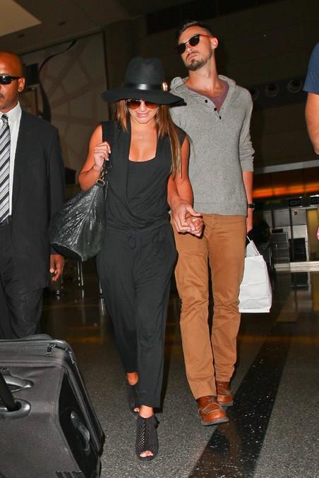 Lea Michele et Matthew Paetz à l'aéroport de Los Angeles le 15 juillet 2014