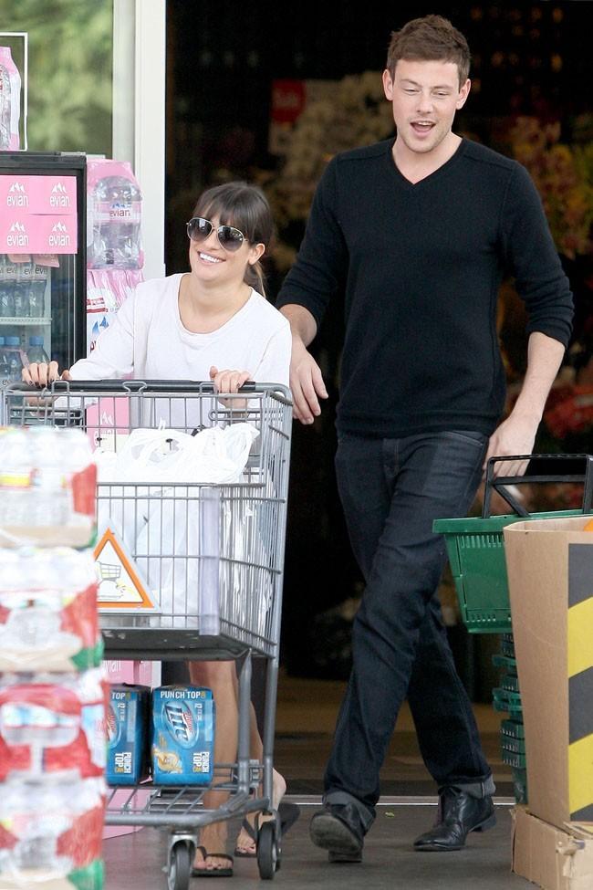 Lea Michele et Cory Monteith à la sortie d'un supermarché de Los Angeles le 21 octobre 2012