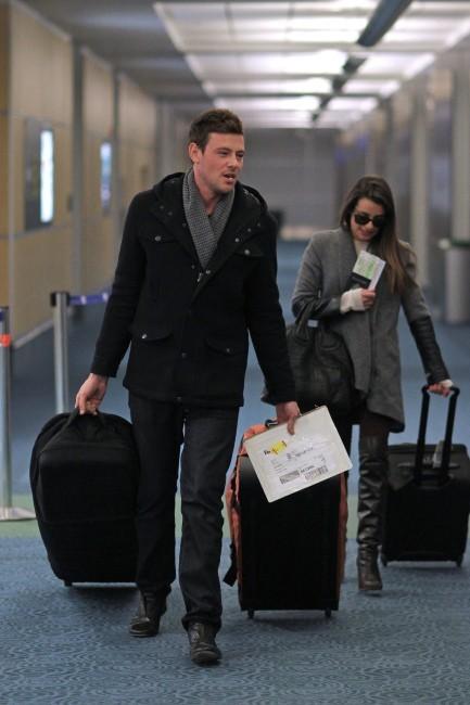 Lea Michele et Cory Monteith à l'aéroport de Vancouver, le 25 novembre 2012.