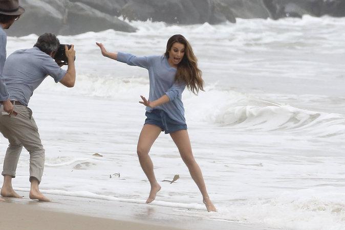 Photos : Lea Michele : sexy et sauvage pour une séance topless !