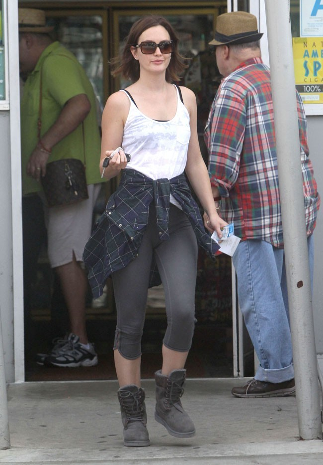 Leighton Meester à la sortie d'un station essence d'Hollywood après son yoga le 10 mars 2013