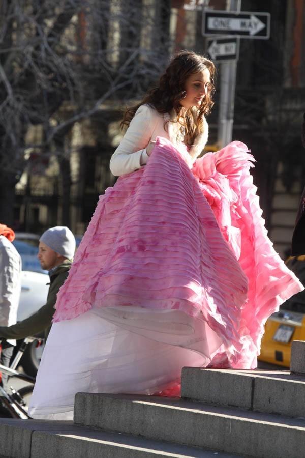 Pas facile de se déplacer dans cette robe !