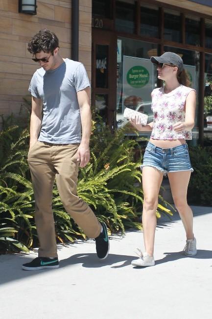 Leighton Meester et Adam Brody à Los Angeles, le 23 juin 2013.
