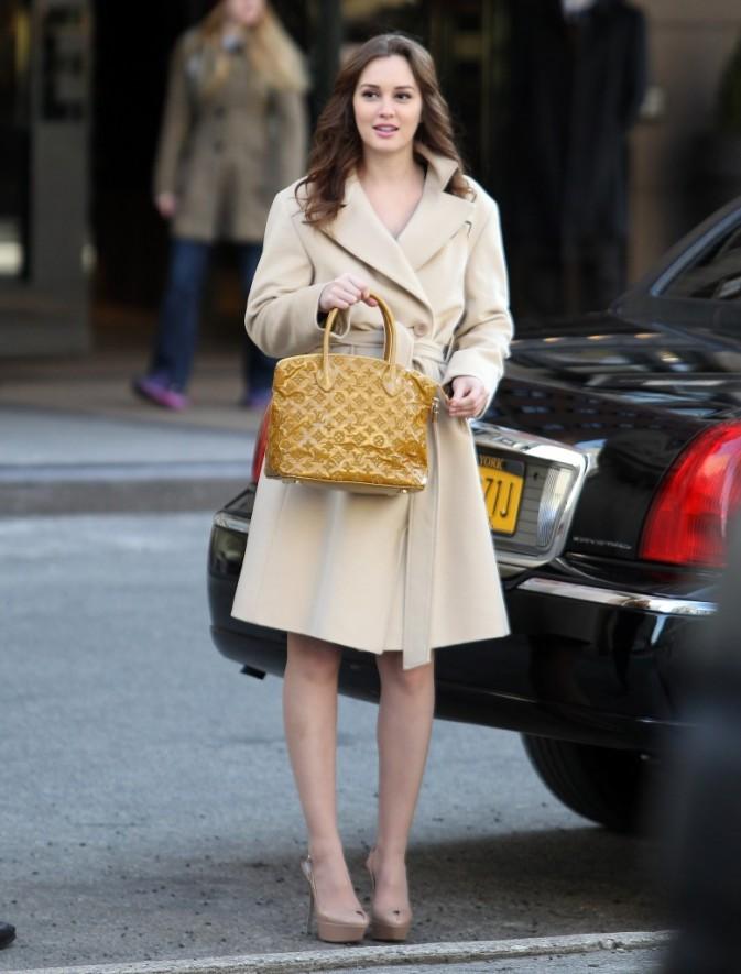 Leighton très élégante avec son manteau beige !