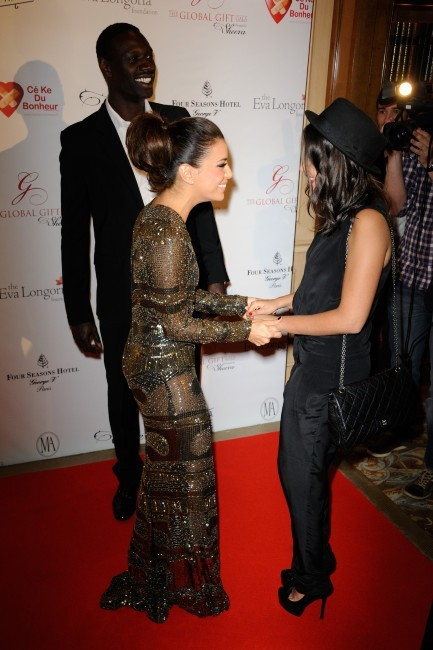 Leïla Bekhti et Eva Longoria lors du Global Gift Gala à Paris, le 28 mai 2012.
