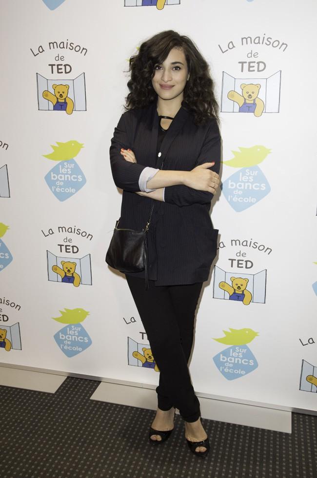 """Camélia Jordana au gala de charité organisé par """"Sur les bancs de l'école"""" à Paris le 13 octobre 2014"""