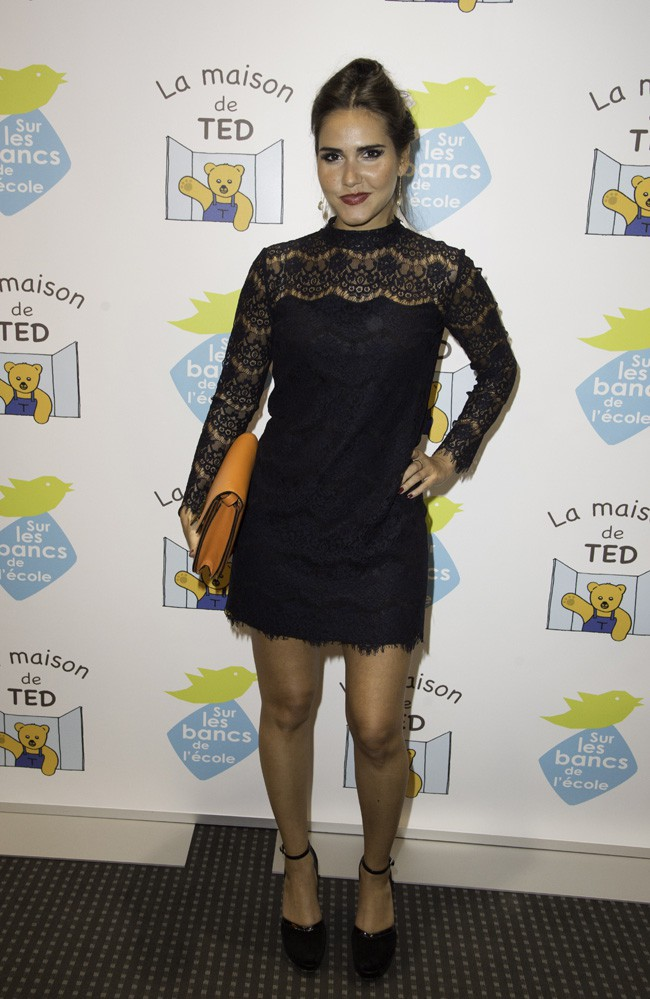 """Joyce Jonathan au gala de charité organisé par """"Sur les bancs de l'école"""" à Paris le 13 octobre 2014"""