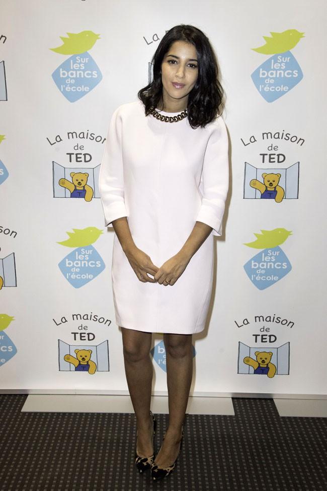 """Leïla Bekhti au gala de charité organisé par """"Sur les bancs de l'école"""" à Paris le 13 octobre 2014"""