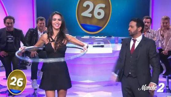 """Leïla (SS8) dans l'émission """"L'oeuf ou la poule"""" diffusée le 28 novembre 2014 sur D8"""