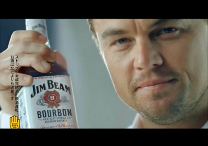 Leonardo DiCaprio vante les mérites d'une marque de whisky pour une publicité