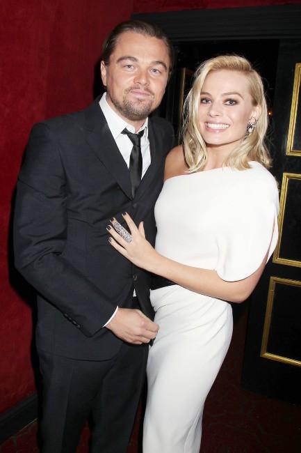 """Leonardo DiCaprio et Margot Robbie lors de la première du film """"Le loup de Wall Street"""" à New York, le 17 décembre 2013."""