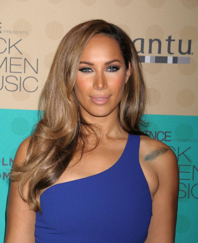 La plume sur l'épaule de Leona Lewis