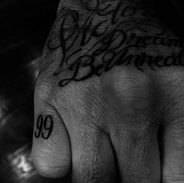 Le chiffre 99, année de son mariage avec Victoria de David Beckham