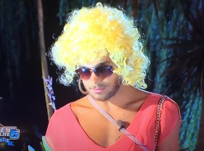 Julien le brun complètement fou en blonde !