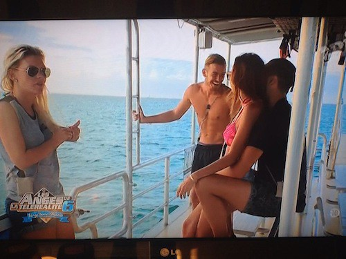 Sur l'île, Vanessa, Amélie et les deux Julien sont au paradis