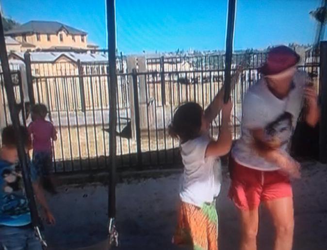 Shanna et Julien vont s'occuper d'enfants en difficultés et en profitent pour se confier