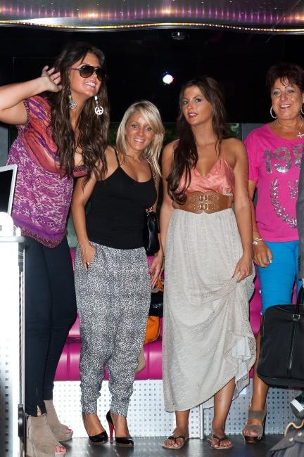 Aurélie, Myriam, Julia et Catherine au Ice Baar à Paris, le 27 juin 2012.