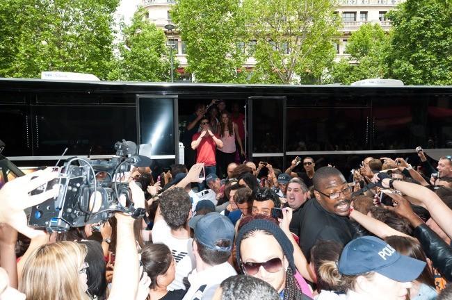 Les Anges de la Télé-Réalité 4 : Club Hawaï arrivent au Ice Baar à Paris, le 27 juin 2012.