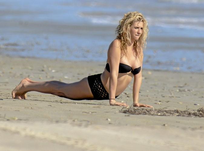 Ke$ha fait l'otarie à la plage