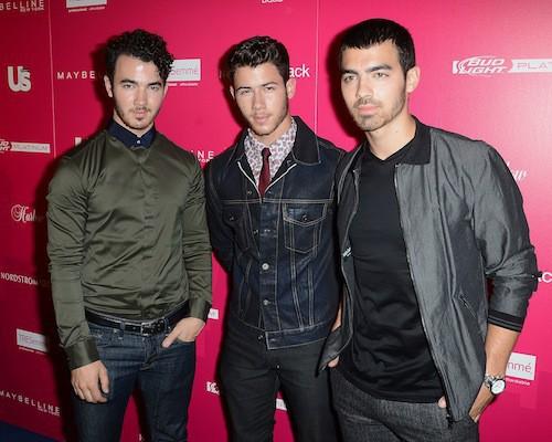 Photos : les Jonas Brothers avec leurs copines : un clan soudé !