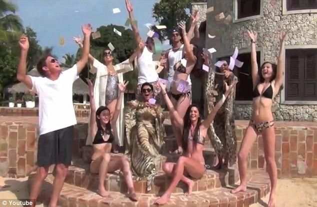 Le clan Kardashian-Jenner dans le clip cover du titre Hypnotize de Notorious B.I.G..