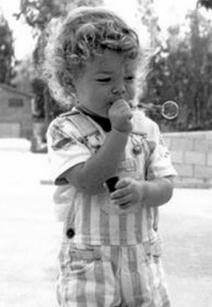 Photos star enfant : des bouclettes blondes pour un futur tombeur...