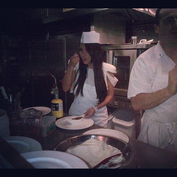 Kim fière de sa crème brulée