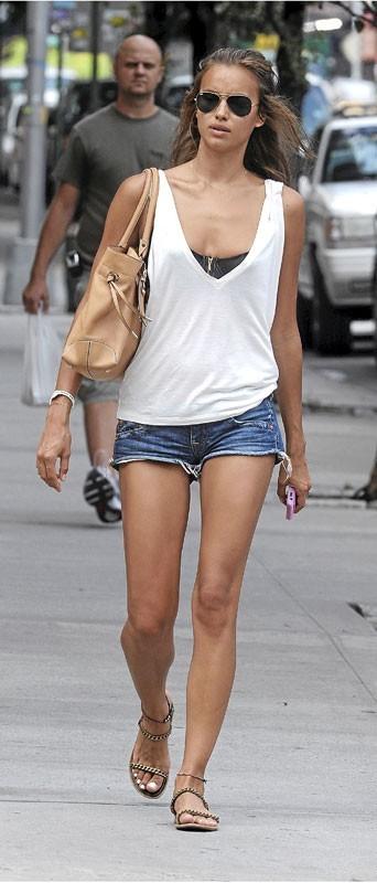 Photos : Irina Shayk épargnée par la cellulite