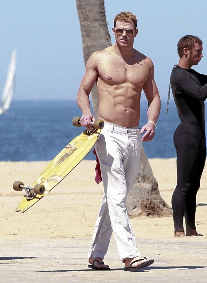 Kellan Lutz : canon à la plage !