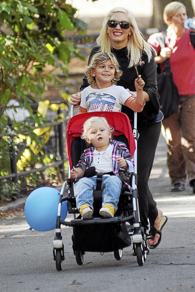 Fête des mères : Gwen Stefani est une maman pot de colle !
