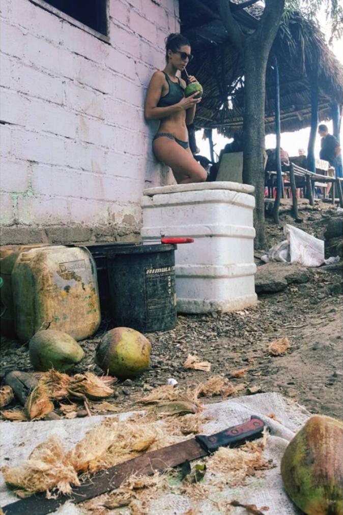 Photos : les vacances sexy de Laury Thilleman