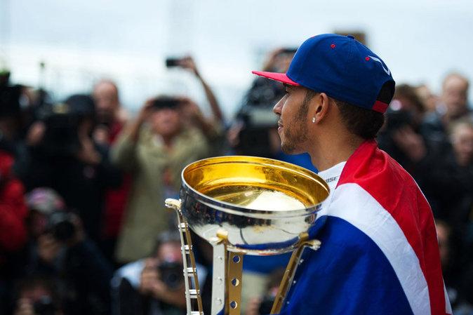 Lewis Hamilton sur le toit du monde