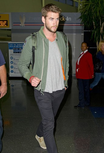 Liam Hemsworth à l'aéroport de Los Angeles le 4 août