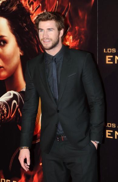 """Liam Hemsworth lors de la première de """"Hunger Games : L'Embrasement"""" à Madrid, le 13 novembre 2013."""