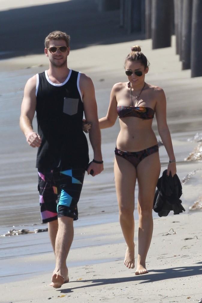 Liam Hemsworth et Miley Cyrus se balade sur la plage !