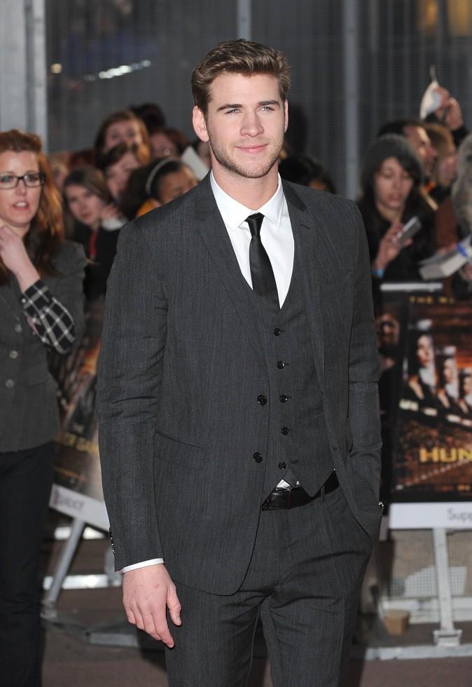 Liam Hemsworth tape la pause, toujours les mains dans les poches !