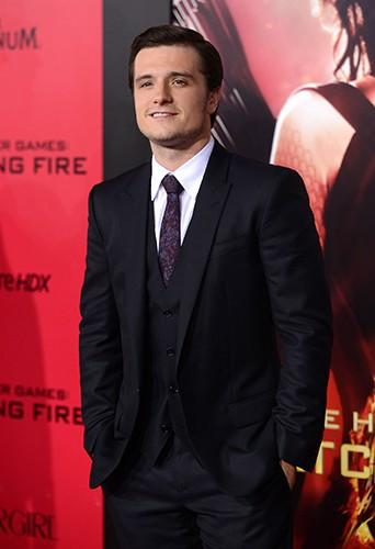 """Photos : Liam Hemsworth vs Josh Hutcherson : le match des beaux gosses du film """"Hunger Games : L'embrasement"""" !"""