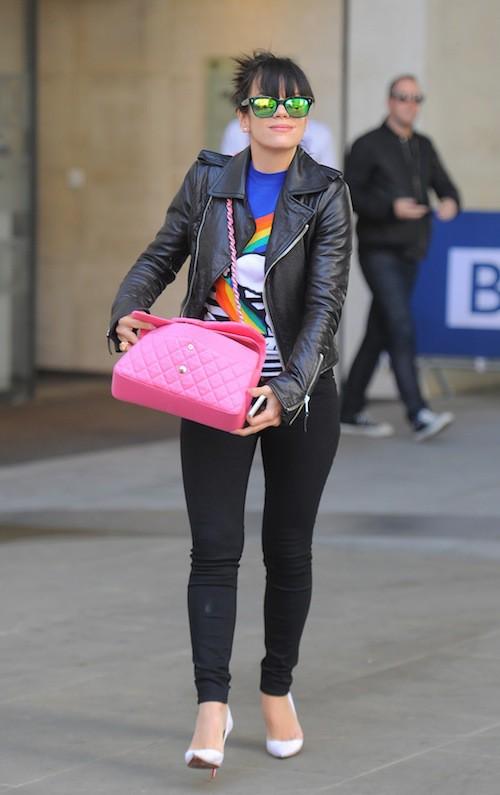 Photos : Lily Allen : elle retrouve le sourire malgré le décès de son amie Peaches Geldof !