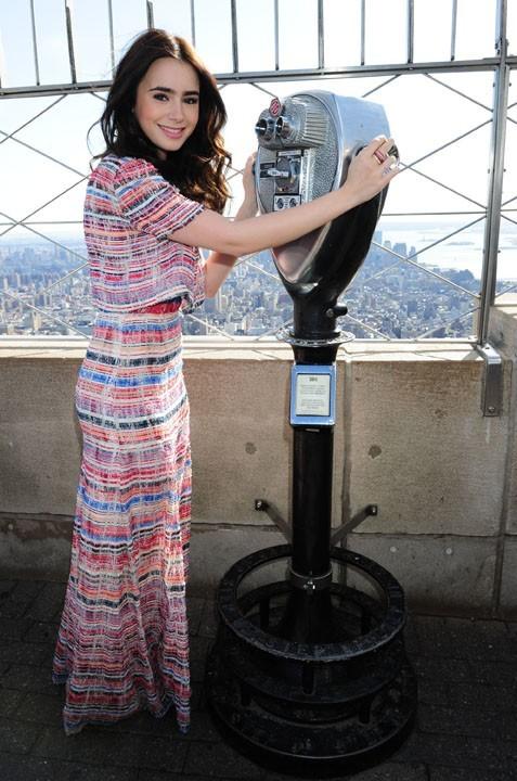 Lilly Collins, au sommet de New York le 27 mars
