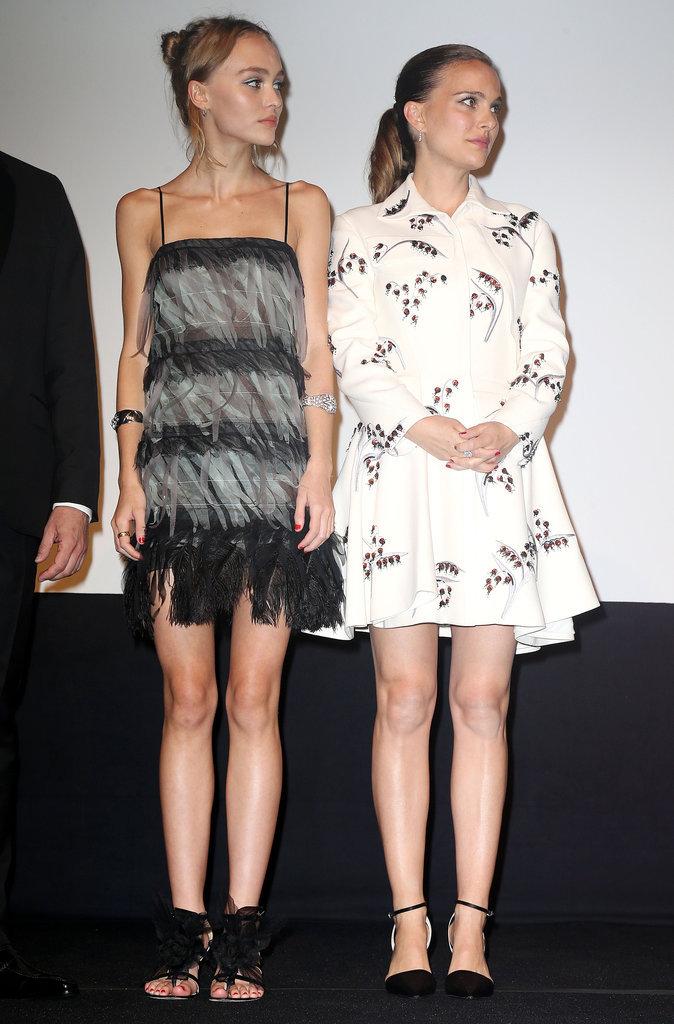 Photos : Lily-Rose Depp veille sur le baby bump de Natalie Portman !