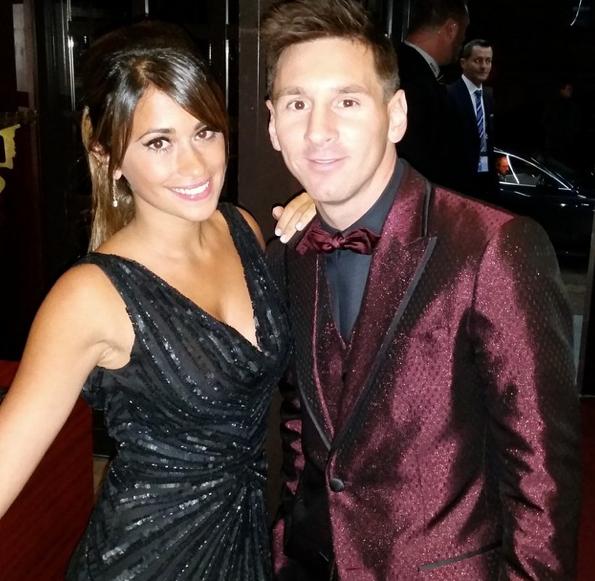 Photos : Lionel Messi : encore moqué pour le choix de son costume, Antonella Roccuzzo sublime !