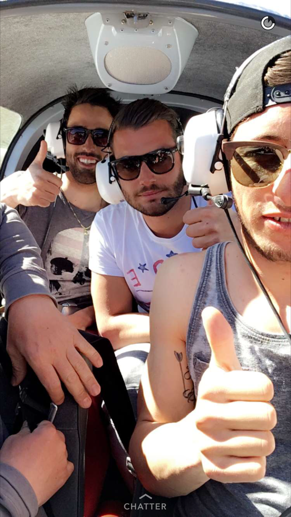 Loic et ses amis dans l'avion