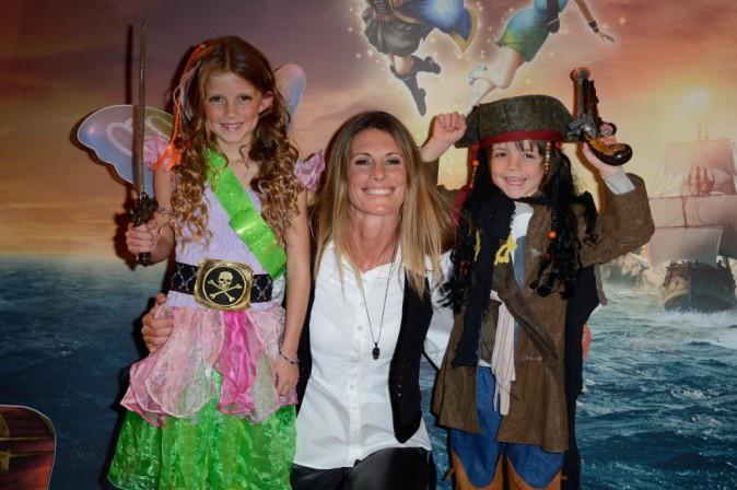 """Sophie Thalmann et ses enfants Charlie et Mika lors de l'avant-première de """"Clochette et la fée pirate"""" à Paris, le 25 mars 2014."""