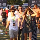 Louis Tomlinson avec sa girlfriend Eleanor Calder au V Festival le 19 août 2012