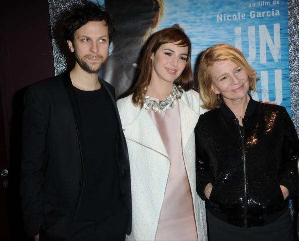 Pierre Rochefort, Louise Bourgoin et Nicole Garcia lors de la première du film Un Beau Dimanche, le 3 février à Paris.