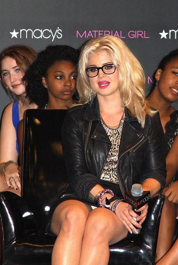 Kelly toujours aussi contente de porter les créationsde Madonna et sa fille !