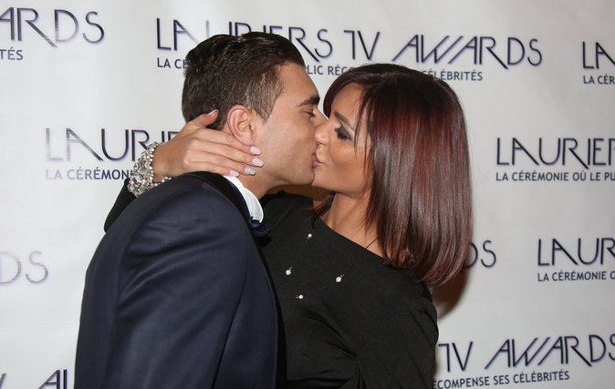 Photos LTVA2016 : Julia Friendstrip2: un baiser enflamé sur le tapis rouge.