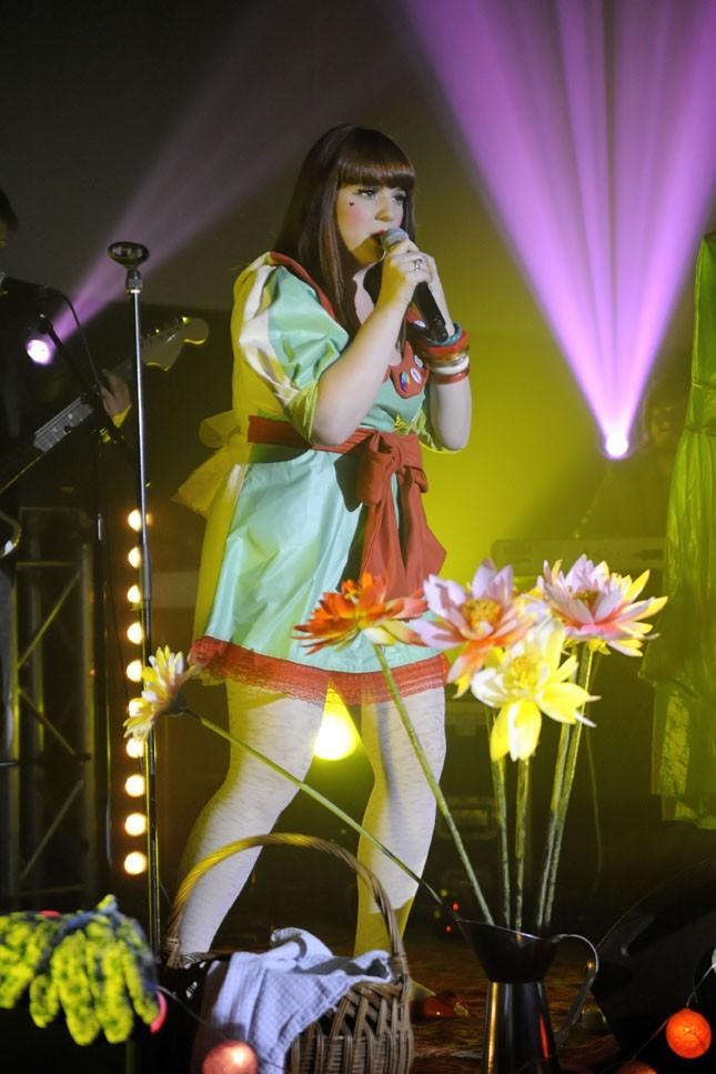 Luce, toujours aussi pétillante lorsqu'elle est sur scène...