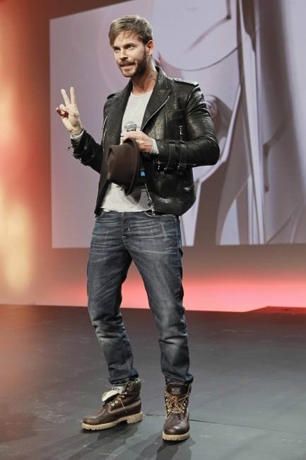 """M. Pokora lors de la soirée des """"Schwarzkopf Hairdessing Awards 2013"""" à Paris, le 24 mars 2013."""